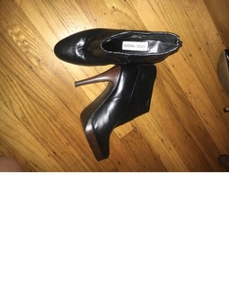 Steve Madden Size 6 heeled black booties