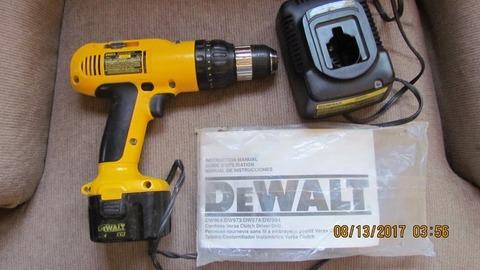 Dewalt 12v cordless drill, 1 battery, charger and 14.4v flashlight w/b